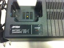 Caricabatterie rapido da tavolo marca INTEK DG-1 per pacchi batteria ICOM BP-3