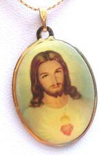 pendentif collier bijou religieux vintage 70 christ en couleur sous résine 84