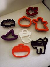 5 Wilton Comfort Cookie Cutters Maple Leaf,Witches Hat,Pumpkin,Ghost,Bat + 3