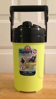 NEW IGLOO 1/2 GALLON SPORT NEON GREEN PLASTIC THERMOS WATER ICE COOLER JUG NEW
