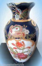 Asiatisches Porzellan mit Blüten-aus