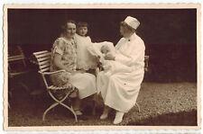 Foto AK 20er Jahre Mutter, Kind, Säugling, Krankenschwester Ordensschwester