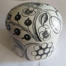 Bonbonnière en céramique « Arabia Wärtsila Finland » avec fruits et fleurs noirs