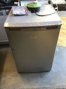 SWAN FRIDGE SR70200W/S/B UNDER COUNTER A+ Rated SILVER RRP £169 COLLECTION ONLY