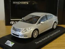 MINICHAMPS TOYOTA AVENSIS SALOON 2009 SILVER CAR MODEL AVES 1:43