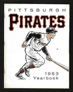 1963 Pittsburgh Pirates Yearbook, Clemente, Mazeroski, Face, Stargell- Near Mint