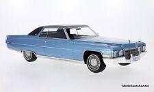 Cadillac coupé de ville 1972 Metallic-Bleu clair/noir 1:18 Bos