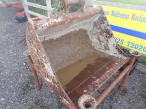 "3' - 36"" digging bucket 45mm pins with no teeth £220 + VAT"