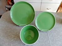 "ONEIDA ""COLOR BURST"" 3 PC. DINNERWARE SET in the KIWI GREEN COLOR"