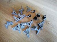 LEGO - X17 airport Struts dual wheel, 2 x 4 Bottom Struts to Pins air plane