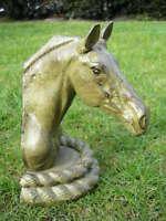 CHEVAL , buste en fonte d une tête de cheval sur plaque patinée vert bronze