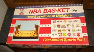 Vintage NBA Bas-Ket Miniature Basketball Cadaco Board Game 1980 5 Balls