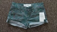 H&M New Stylish Green flowered button & zip fastening low rise shorts UK-6