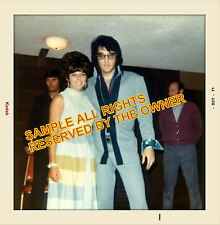 ELVIS PRESLEY  1971  PHOTO SNAPSHOT. RARE OUTFIT BLUE WITH FAN 5x5 ENLARGEMENT