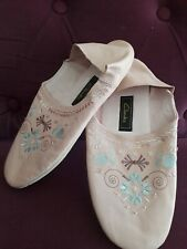 CLARKS DORIAN LEATHER BABY PINK EMBROIDERED AND BEADED SLIPPERS SIZE L 7-8- NEW