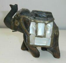 Antico elefante in legno decori in madreperla e rame
