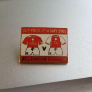 ARSENAL V MANCHESTER UNITED - 2005 FA CUP FINAL PIN BADGE. VGC.