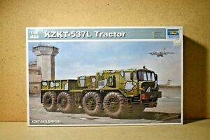 Trumpeter > KZKT-537L Tractor Model Kit, 1:35 Scale [01005]