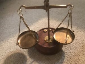 SOLID BRASS / WOOD SMALL  WEIGHING SCALE WITH SOME WEIGHTS GREAT COLLECTABLE