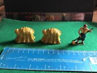 Vintage Britains Era Lead Farm.Farmers Wife With Pitchfork 2 X Wheatsheaves.1/32