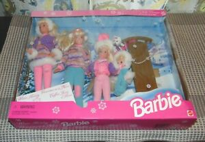 1995 BARBIE Boxed BARBIE WINTER HOLIDAY GIFT SET BARBIE AND HER SISTERS Lot R