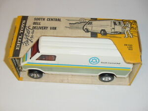 1/16 Vintage South Central Bell Delivery Van by ERTL NIB! Fred Ertl Collection!