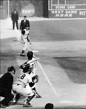 ROBERTO CLEMENTE IN 1960 WORLD SERIES ACTION SHOT 8X10