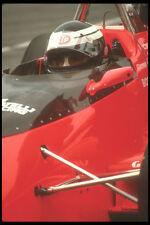 273055 une voiture indy conducteur attend patiemment pour la course pour démarrer A4 papier photo