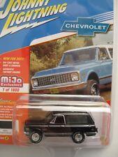 `69 Chevrolet Blazer Black + Tow  Top to open 1969 ** Johnny Lightning 1:64 NEU