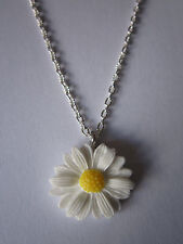 Ladies 17 inch Daisy Necklace, Silver Plated - White / Yellow Flowers