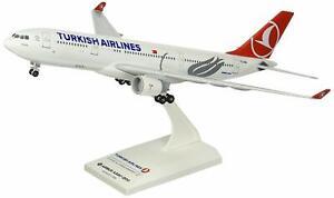 Daron Skymarks Turkish A330-200 1/200 W/Gear Model Aircraft
