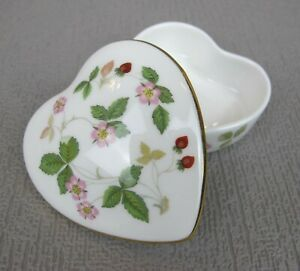 "Superb vintage Wedgwood bone china ""Wild Strawberry"" Heart Jewellery Trinket Box"