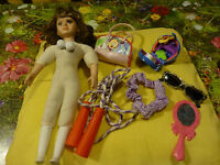 Pour jouer  votre fillette !! 7 pièces !poupée ,corde a jouer ,lunettes etc....