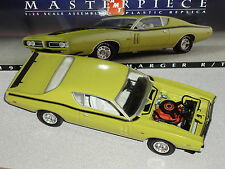 """AMT 1971 DODGE CHARGER R/T 1/25 PLASTIC GREEN """"MASTERPIECE COLLECTION"""""""