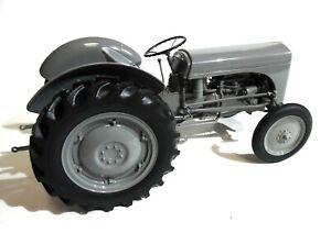 Model Tractor Ferguson TEA 20 (1949) 1/16th Scale by Universal Hobbies
