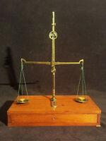 Ancienne Balance à Trébuchet laiton d'Orfèvre / Bijoutier 19ème boîte 35x25cm