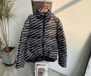 Small C shape puffer coat