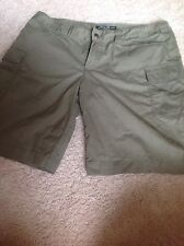 Eddie Bauer Ladies Short Green size 6
