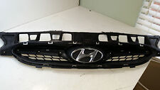 **CLEANEST USED ON EBAY**2012 13 HYUNDAI ACCENT GRILLE W/ EMBLEM OEM 86351-1R100