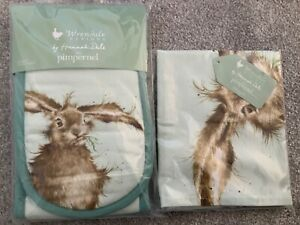 Wrendale Pimpernel hare double oven gloves and tea towel