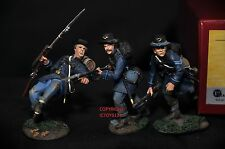 BRITAINS 17833 UNION INFANTRY IN FROCK COATS CHARGING TOY SOLDIER FIGURE SET 2