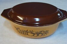 Beautiful Pyrex Old Orchard 1-1/2 qt casserole w/ Brown lid 043 943