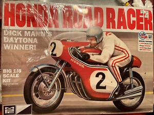 MPC 856/12 Honda Dick Mann Honda 750 Road Racer MOTORCYCLE KIT 1/8 Scale