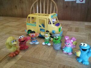 Sesame Street School Bus Toy Count Von Count Door Opens/Closes Hasbro 2010 w/Fig