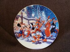 VINTAGE RARE DISNEY MICKEY MINNIE & FRIENDS CHRISTMAS PLATE - BOXED - NEVER USED