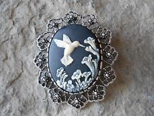 2 IN 1- STUNNING HUMMINGBIRD AND FLOWERS (BLACK) CAMEO BROOCH / PIN / PENDANT!!