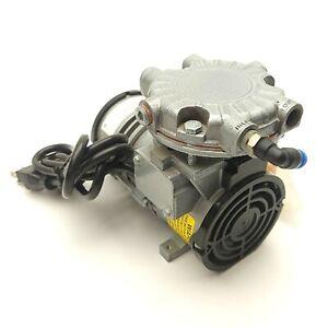 "GAST LOA-P175-AA Oilless Rocking Piston Vacuum Pump 25inHg .38CFM 1/4""NPT 115VAC"
