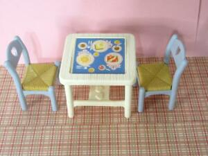 Fisher Price LOVING FAMILY Dollhouse Kitchen Furniture FLIP-TOP Table & 2 CHAIRS