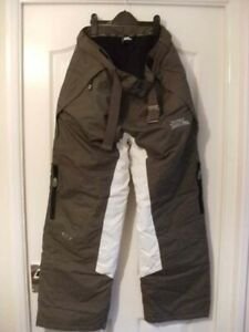 Mens NO FEAR snowboarding trousers, size Large.