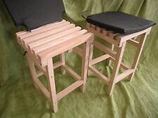 Set de 2 taburetes listones madera, 52 cms. alto. Con cojines